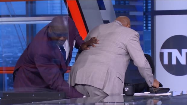 Shaquille O'Neal massages Charles Barkley's upper thigh