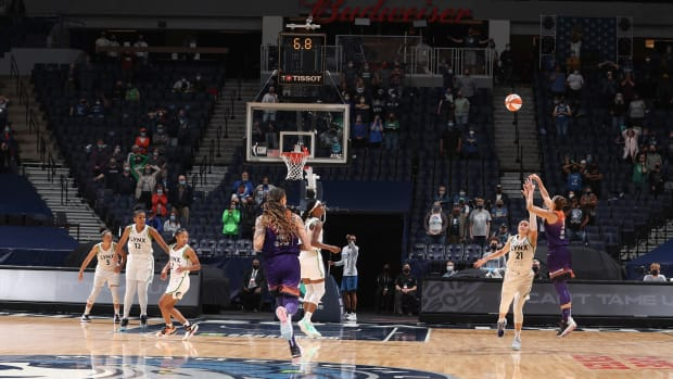 Diana Taurasi hits the game-winning shot over the Lynx despite a clock mishap