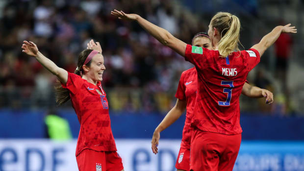 Rose Lavelle and Sam Mewis celebrate.