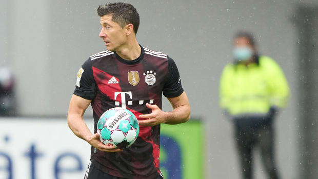 Robert-Lewandowski-Goal-Record