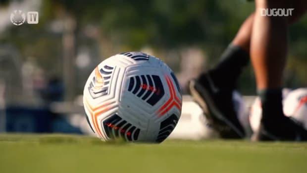 Sylvinho's first training as a coach at Corinthians