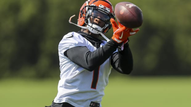 May 25, 2021; Cincinnati, Ohio, USA; Cincinnati Bengals wide receiver Ja Marr Chase (1) catches a pass during practice at Paul Brown Stadium. Mandatory Credit: Katie Stratman-USA TODAY Sports