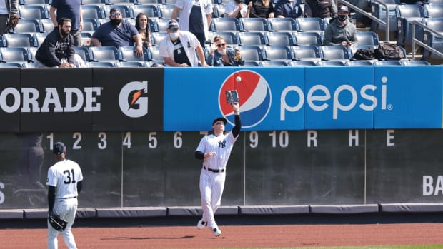 Yankees OF Clint Frazier makes catch in outfield