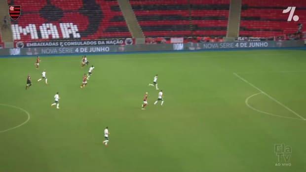 Flamengo beat Palmeiras at Maracanã