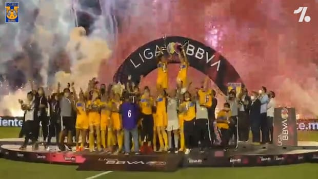 Tigres Femenil's celebrate winning the 2021 Clausura