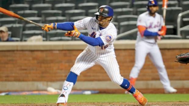 Mets' Francisco Lindor swings away in a game vs. the Arizona Diamondbacks
