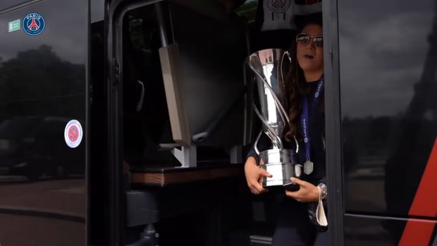 PSG Women celebrating the first D1 title