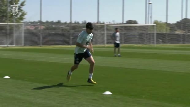 Kepa and Albiol join Spain's parallel bubble
