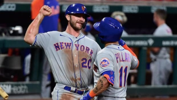 New York Mets hitters' Pete Alonso and Kevin Pillar celebrate a home run