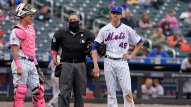 New York Mets pitcher Jacob deGrom and catcher James McCann