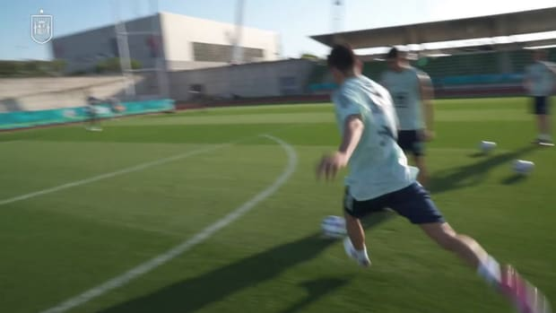 Spain players face each other in shooting exhibition after training