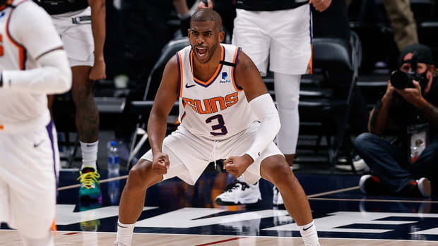 Chris Paul celebrates after a big play with the Suns.