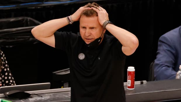 Scott Brooks with the Wizards