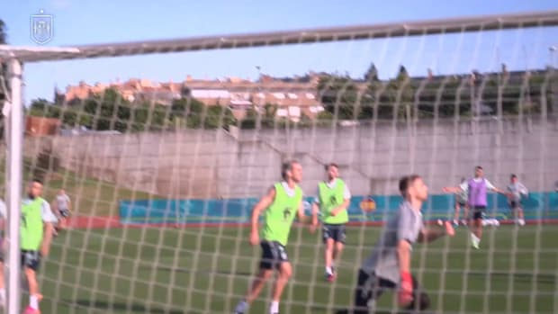 Great goals in training as Spain prepare for game vs Poland