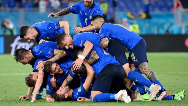 Italy celebrates against Switzerland