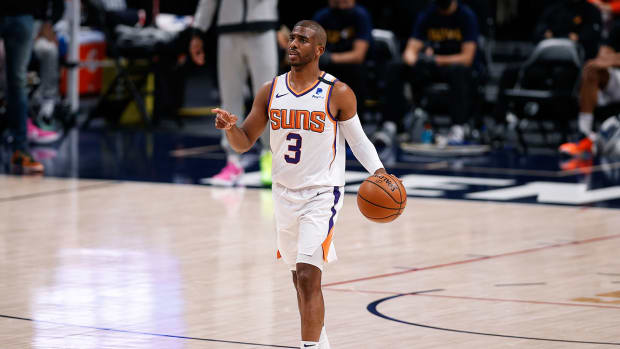 Chris Paul with the Suns.