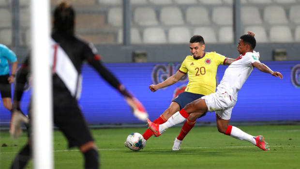Colombia playing against Peru in a World Cup qualifier