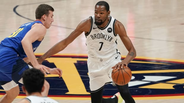 Kevin Durant driving against the Nuggets.