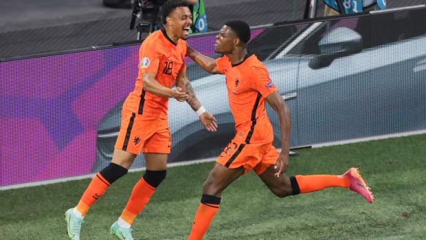 Denzel Dumfries scores for the Netherlands.
