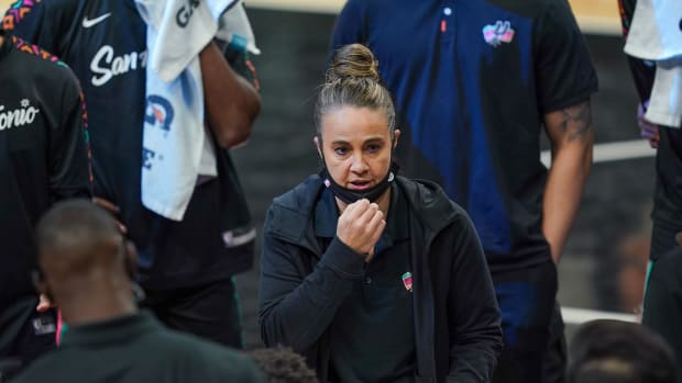 Becky Hammon coaching the Spurs.