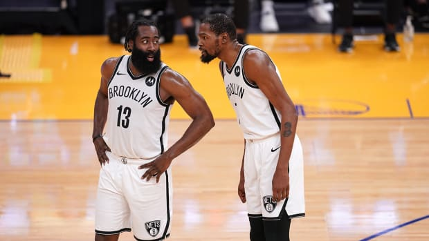 James Harden (left) with Kevin Durant (right)