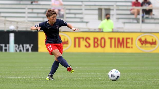Kumi Yokoyama playing for the Washington Spirit.