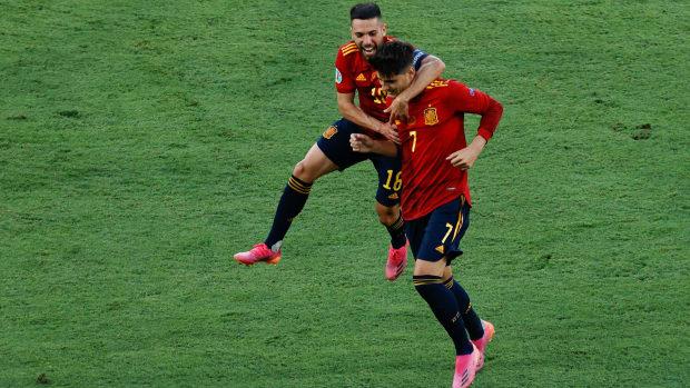 Spain celebrating Alvaro Morata's goal
