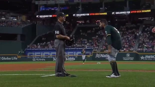 Sergio Romo drops his pants during umpire inspection