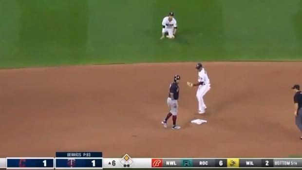 Screenshot: Eddie Rosario is picked off second base