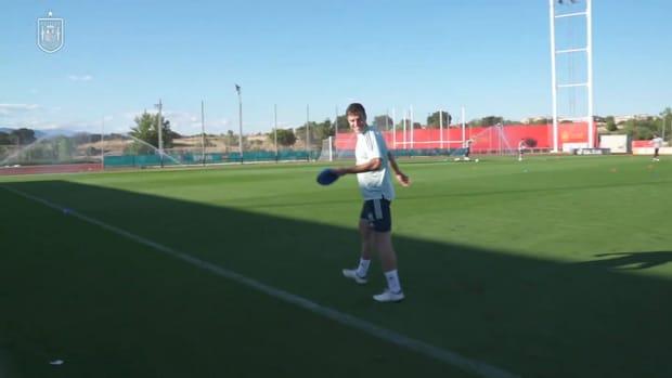 Spain players act as their own kitmen