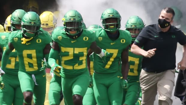 Mario Cristobal and Team Tunnel Spring Game 2021