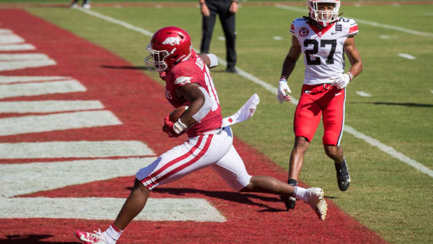 Arkansas WR Treylon Burks is a player to watch for Eagles in 2022, shown here beating first-round pick Eric Stokes in 2020.