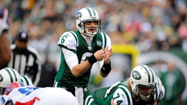 Jets quarterback Mark Sanchez takes snap