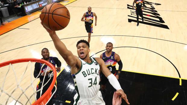 Milwaukee Bucks forward Giannis Antetokounmpo (34) moves in for a basket ahead of Phoenix Suns forward Jae Crowder.