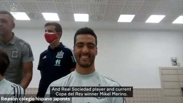 Spanish olympic players answer questions from Hispano-Japanese students