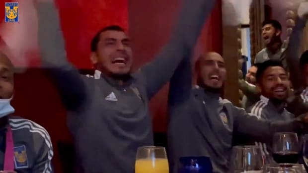 Behind the scenes: Nahuel and Pizarro celebrate Argentina's Copa América title