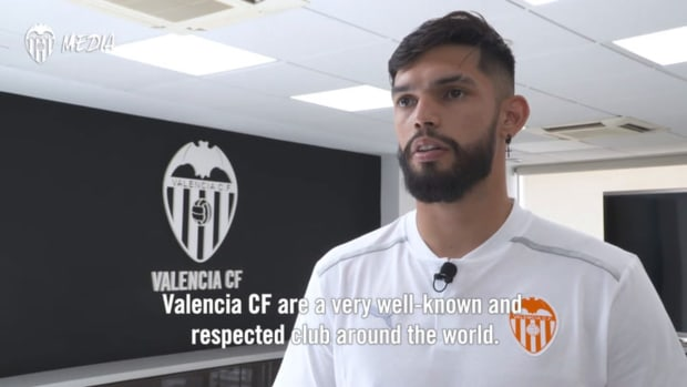 Omar Alderete arrives at Valencia CF