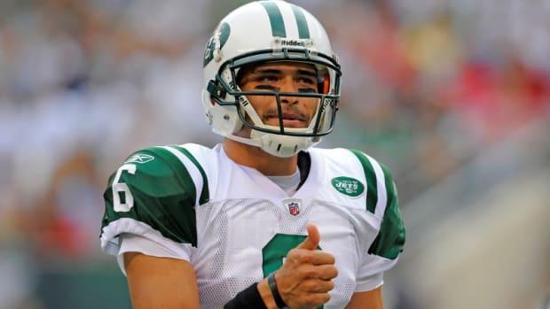 Former Jets QB Mark Sanchez thumbs up