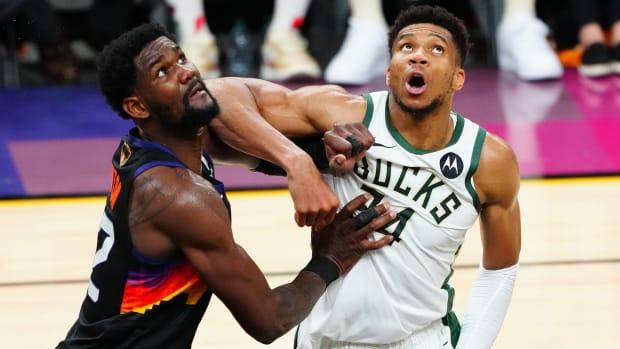 Milwaukee Bucks forward Giannis Antetokounmpo (34) against Phoenix Suns center Deandre Ayton