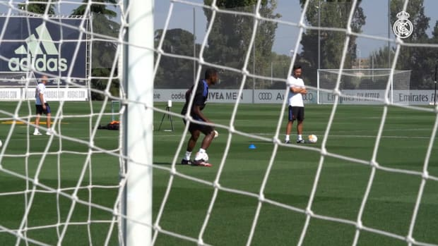 David Alaba completes his first Real Madrid training session