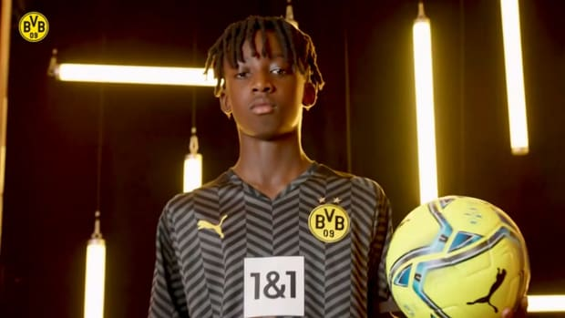 Psg Unveil Their 21 22 Away Kit Soccer Onefootball On Sports Illustrated