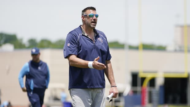 Tennessee Titans head coach Mike Vrabel instructs players during NFL football rookie minicamp Saturday, May 15, 2021, in Nashville, Tenn.