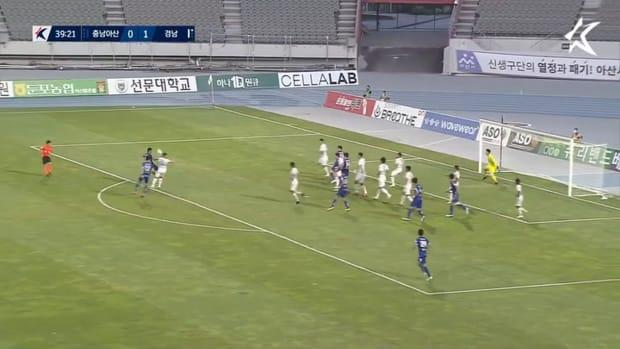 Kim Kang-kook's delicious volley for Asan