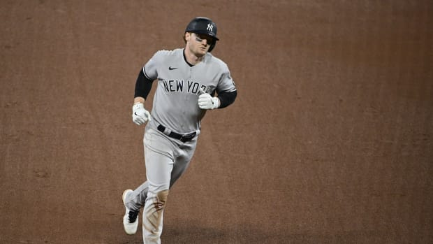 Yankees OF Clint Frazier rounding bases
