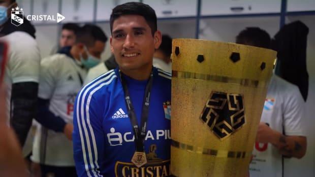Sporting Cristal celebrate winning the 2021 Copa Bicentenario