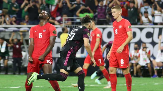 Hector Herrera scores for Mexico vs. Canada