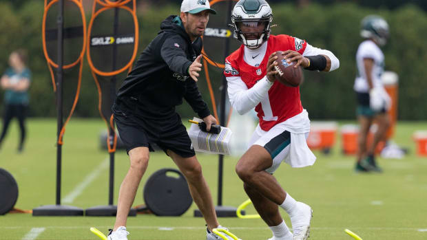 Jalen Hurts practices during Eagles training camp