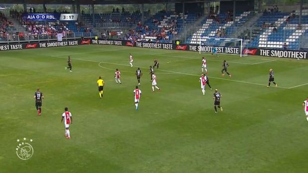 Tadic helps Ajax draw with Leipzig