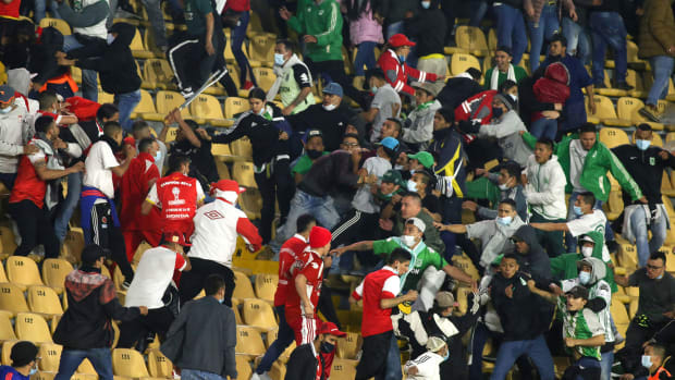 Colombia fans fight at El Campin