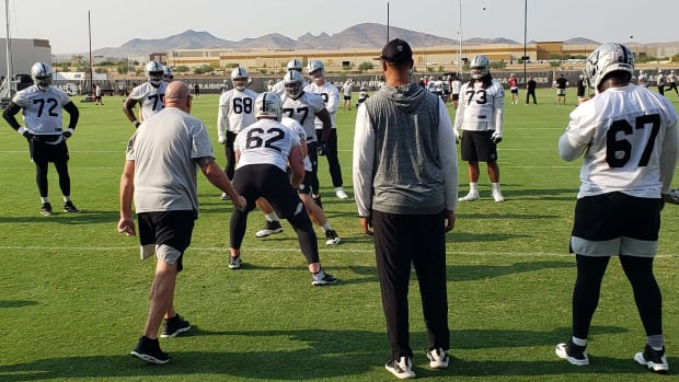 OL COACH TOM CABLE AT WORK